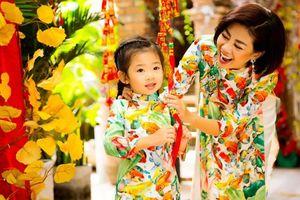 Mai Phương chụp ảnh kỷ niệm với con gái Lavie