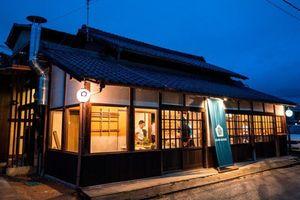 Đến khách sạn Nhật Bản và thưởng thức mì Udon