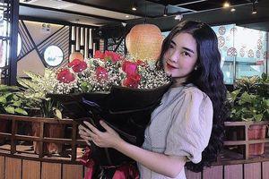 Các cầu thủ tuyển Việt Nam đã tặng quà gì cho vợ, bạn gái?