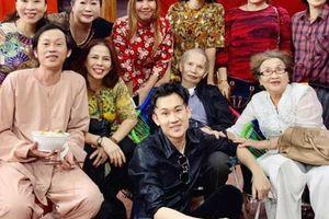 24h HOT: Bố mẹ Hoài Linh đến thăm nhà thờ Tổ 100 tỷ, fan phát hiện điều bất ngờ