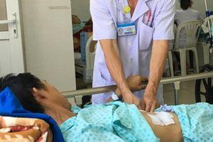 Ngậm tăm khi ngủ, một người đàn ông bị tăm xuyên thủng lá lách