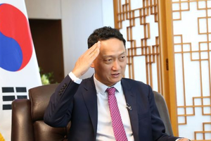 Đại sứ Hàn Quốc ngưỡng mộ pha ăn mừng của Bùi Tiến Dũng