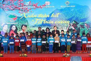 Phó chủ tịch nước Đặng Thị Ngọc Thịnh dự chương trình Tết biên cương tại Quảng Trị
