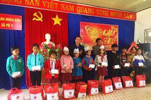 Trung ương Đoàn thăm hỏi và tặng quà tết tại Kon Tum