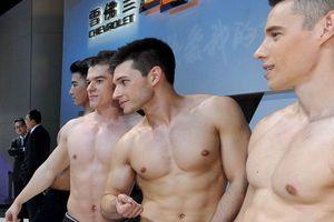 Trung Quốc: Mốt dịch vụ thuê người mẫu nước ngoài 'diễn trò khỉ'