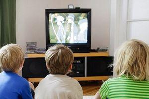 Hậu quả kinh hoàng nếu để trẻ xem tivi quá 1h/ngày