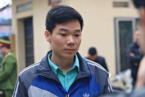 Cho rằng bị xúc phạm, bác sĩ Hoàng Công Lương đứng dậy phản bác tại phiên tòa