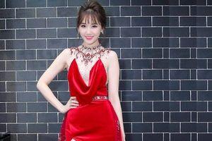 Có một minh tinh Hàn Quốc liên tục 'công phá' thảm đỏ Vbiz 2018 đó chính là Hari Won