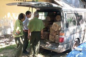 Bắt giữ vụ vận chuyển gỗ lậu bằng xe 16 chỗ tại Tây Ninh