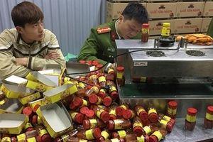 Sản xuất hàng nghìn hộp sa tế giả đưa vào nhà hàng