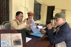 Kiểm tra ngẫu nhiên, phát hiện tài xế xe khách dương tính với ma túy trên quốc lộ ở Nghệ An