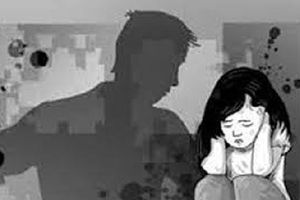 Khởi tố kẻ được nhờ trông nhà, giở trò hiếp dâm con gái của bạn