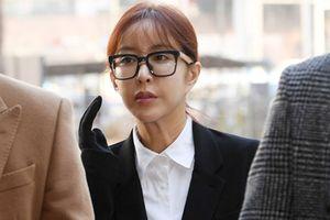 Nữ ca sĩ nổi tiếng Hàn Quốc ra tòa vì đánh bạc và nợ nần
