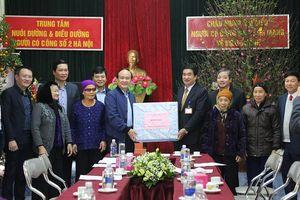 Lãnh đạo HĐND TP thăm, tặng quà Tết các đơn vị, gia đình chính sách tại Ứng Hòa