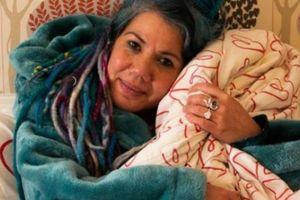 Lạ lùng: Người phụ nữ kết hôn với cái chăn