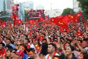 Dân Sài Gòn 'bày trận' đón tuyển Nhật Bản, cổ vũ Việt Nam