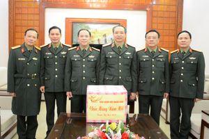 Đoàn công tác Báo Quân đội nhân dân thăm, tặng quà chúc Tết cán bộ, chiến sĩ Quân đoàn 1