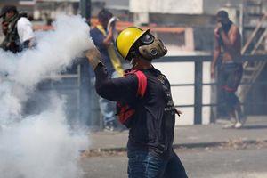 Toàn cảnh thủ đô Venezuela hỗn loạn vì biểu tình
