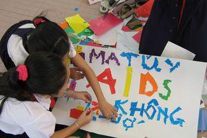Lồng ghép giáo dục phòng, chống HIV/AIDS vào chương trình chính khóa, ngoại khóa