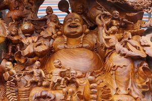 Pho tượng Phật Di Lặc từ gỗ xá xị khổng lồ tại Thanh Hóa được chào giá 1,2 tỷ đồng