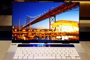 Samsung hé lộ màn hình OLED 4K 15,6 inch đầu tiên cho laptop