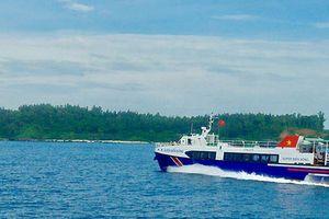 Tàu khách cao tốc tông chìm tàu cá, 3 ngư dân thoát chết