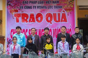 Báo Pháp luật Việt Nam và HonDa Lộc Thịnh tặng xe đạp cho học sinh nghèo hiếu học