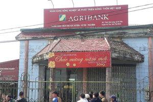 Đã bắt được nghi can cầm dao xông vào ngân hàng cướp 200 triệu đồng