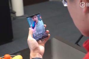Xiaomi gây sốt với video trình diễn điện thoại màn hình gập
