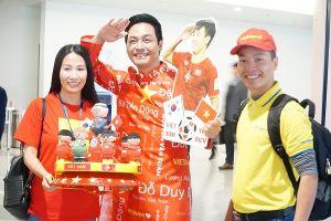 CĐV nhuốm đỏ sân bay Tân Sơn Nhất, lên đường 'tiếp lửa' đội tuyển Việt Nam