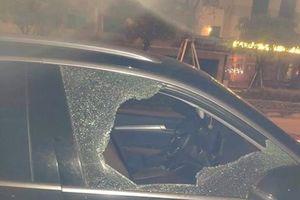 Truy tìm đối tượng đập vỡ cửa kính xe Audi, trộm hơn 25 triệu đồng