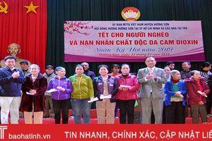Hơn 1,2 tỷ đồng đến với người nghèo Hương Sơn đón tết Kỷ Hợi
