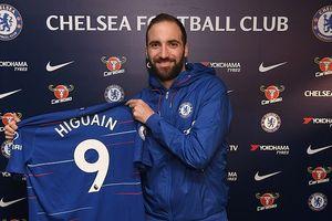 Có Gonzalo Higuain, Chelsea quyết tâm loại bỏ hai kẻ đeo bám 'lì lợm' Arsenal và M.U
