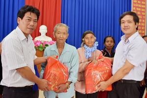 VNPT bắt đầu hành trình mang tết ấm yêu thương đến với người nghèo