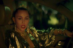 Nối tiếp Miley Cyrus, đến lượt Dua Lipa làm một việc khiến fan Việt phấn khích