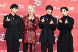 Baekho (Nu'est W) gửi lời cảm ơn thành viên BTS - V vì hành động đẹp tại Golden Disc Awards 2019