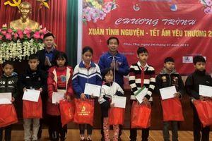Thành đoàn Hà Nội tặng quà thiếu nhi có hoàn cảnh khó khăn