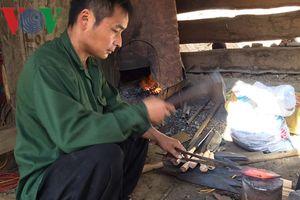 Nghề rèn của người Mông ở Hồng Ngài đang phát tài