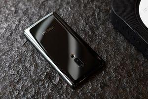Smartphone đầu tiên hoàn toàn không có cổng kết nối