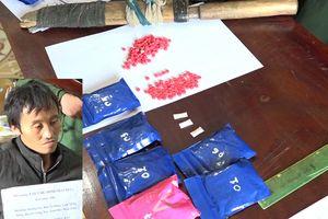 Bắt đối tượng người Lào vận chuyển gần 1.400 viên ma túy tổng hợp