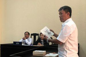 Họa sĩ Lê Phong Linh rớt nước mắt trong phiên xử 'Thần đồng đất Việt'