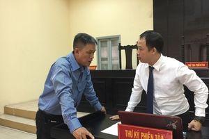 Họa sĩ Lê Linh bật khóc tại tòa, vụ kiện 'Thần đồng đất Việt' căng thẳng, chưa có phán quyết cuối cùng