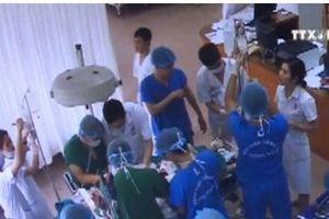 Nam bệnh nhân bị liệt tay trái vận động trở lại