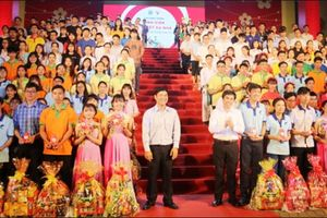 TP HCM tổ chức nhiều hoạt động cho sinh viên đón Tết xa nhà
