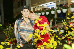 Phi Thanh Vân nũng nịu chụp ảnh tình tứ với Nguyên Vũ