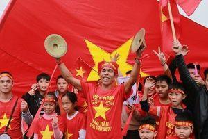 CĐV háo hức đón đội tuyển Việt Nam về ăn Tết