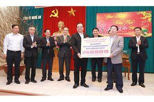 Bí Thư Thành ủy TP. HCM Nguyễn Thiện Nhân thăm, chúc tết tại Nghệ An