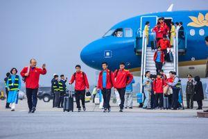 Hàng nghìn người hâm mộ chào đón đội tuyển Việt Nam về nước