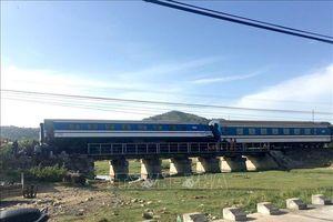 Tàu SE1 trật bánh tại Bình Thuận, 3.500 hành khách được 'tăng bo' qua đoạn gặp sự cố