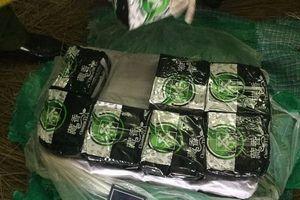 Bắt nhóm đối tượng nhập cả bao tải ma túy để bán dịp Tết
